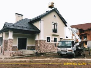 Автовышка ИСУЗУ возле частного дома в коттеджном поселке